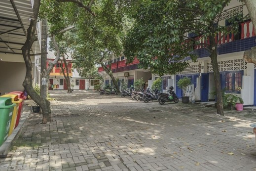 RedDoorz Plus near UPN Veteran Jakarta   Jakarta - Exterior