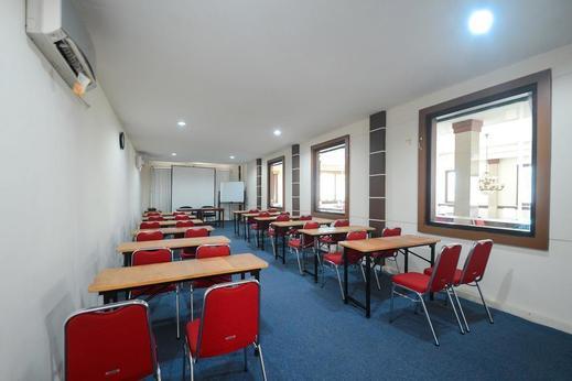 Airy Gubeng Sumatra 89 Surabaya - Meeting Room