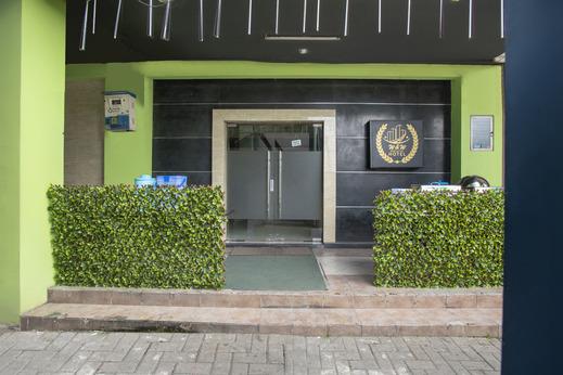 OYO 2971 W&w Executive Hotel Bekasi - Hface