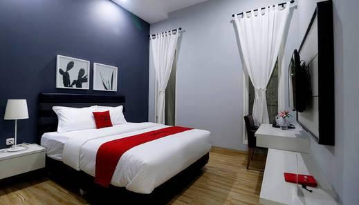 RedDoorz Premium near RS Pondok Indah La Maison Jakarta - Kamar Tamu