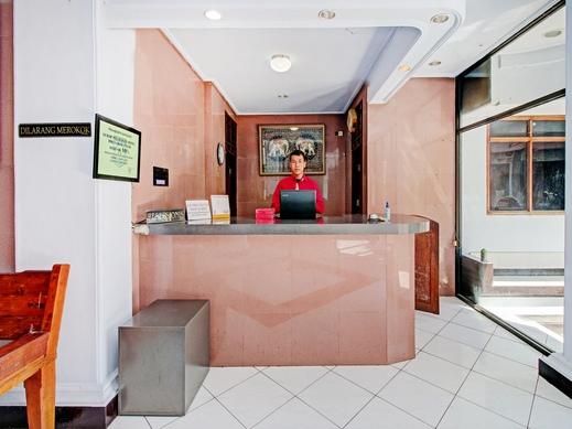 OYO 90372 Hotel Arum Jaya Lombok - Reception
