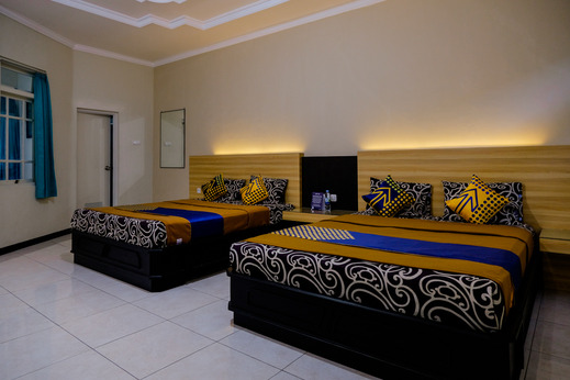SPOT ON 1796 Hotel Taman Indah Madiun - Bedroom SO/Triple