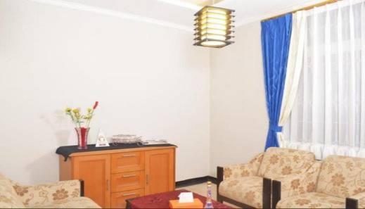3 Bedrooms House Cihampelas Homestay Bandung - Interior