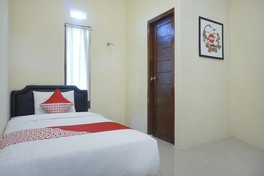 OYO 895 Mahameru Residence Yogyakarta - Guestroom SS