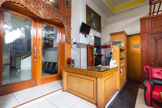 OYO 3727 Homestay Gayatri Sawojajar Malang - Reception