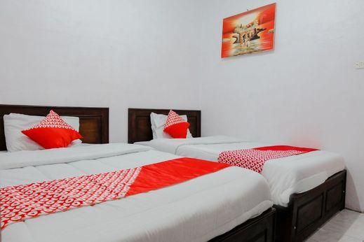 OYO 1351 Tanggulasi Resto & Residence Syariah Magetan - Bedroom S/T