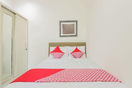 OYO 442 Koen Hanare Near RS Gandaria Jakarta - Bedroom