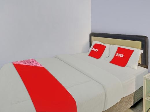 OYO 90402 Lescinda Residence Banyuwangi - Bedroom
