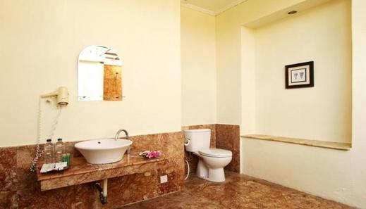Lorin Belitung Hotel - Bathroom
