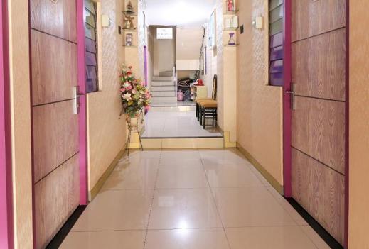 Budget Room near Universitas Airlangga Surabaya (K98) Surabaya - Corridor