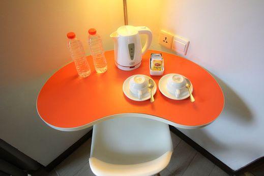 Baliez Hotel Seminyak Seminyak - Coffee and Tea maker