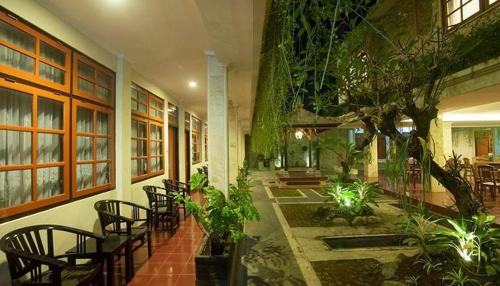 Hotel Catur Adi Putra Bali - Area Teras Hotel