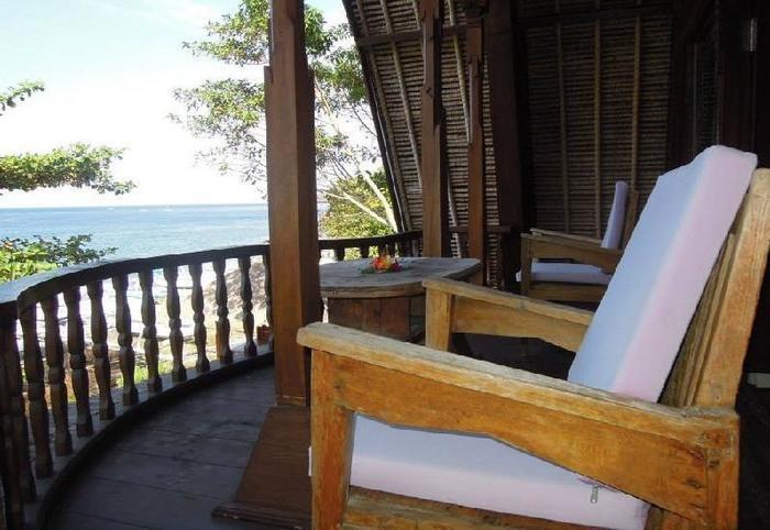 Kawi Karma Beach Cottages Amed - pemandangan dari samping