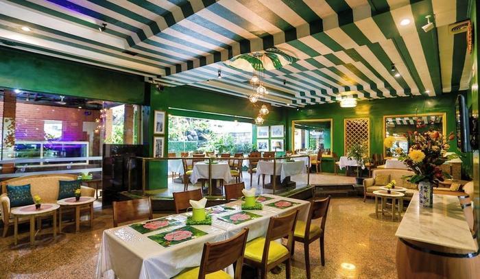 John's Pardede International Hotel Jakarta - Cafe Theresia