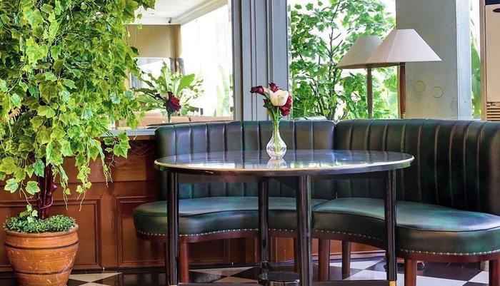 John's Pardede International Hotel Jakarta - Herna Lounge yang metropolis