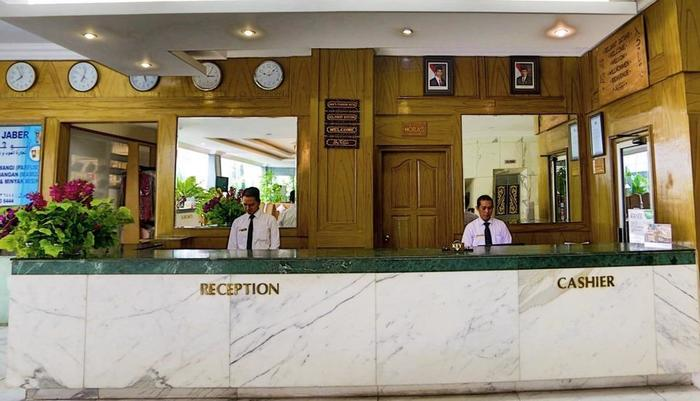 John's Pardede International Hotel Jakarta - Resepsionis kami yang ramah akan menyapa kehadiran anda.