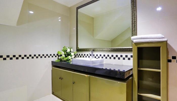 John's Pardede International Hotel Jakarta - Salah satu kamar mandi Penthouse
