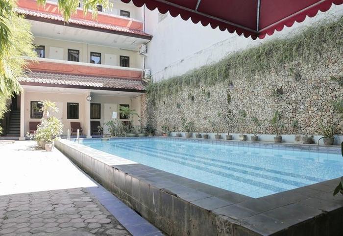 RedDoorz @Ngurah Rai Sanur 2 Bali - Kolam Renang