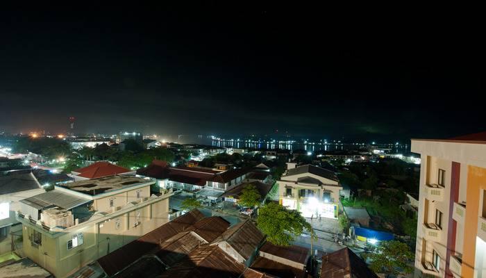 Hotel Derawan Indah Berau - pemandangan malam di lihat dari puncak hotel Derawan Indah