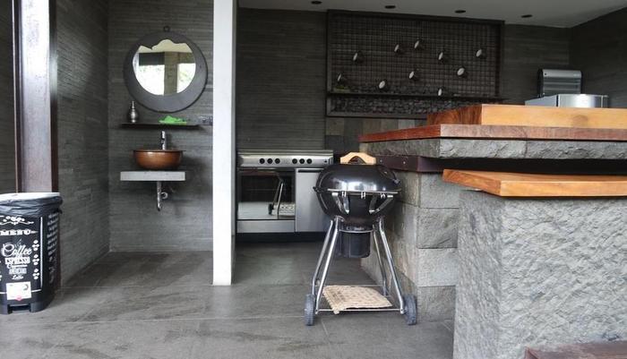 Modern Rustic & Unique Omega Villa Bandung - dapur