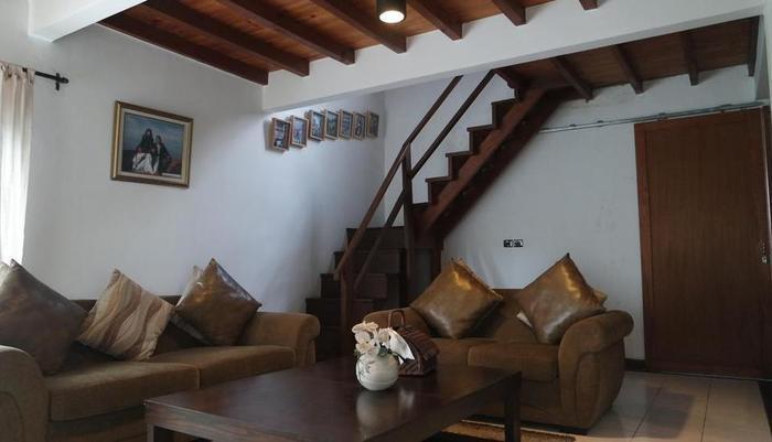 Modern Rustic & Unique Omega Villa Bandung - Ruang tamu