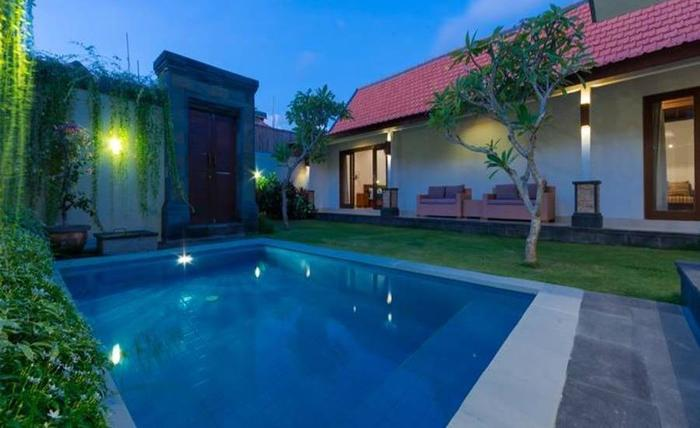 Mano Villa Seminyak - Kolam Renang
