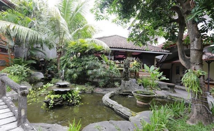 RedDoorz near Seminyak Beach Bali - Kamar mandi