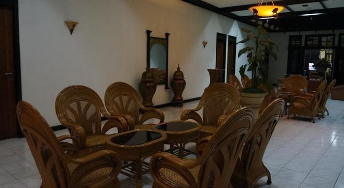 Hotel Crown Tasikmalaya - Ruang tamu