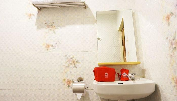 ZEN Rooms Raya Rungkut Surabaya - Kamar mandi