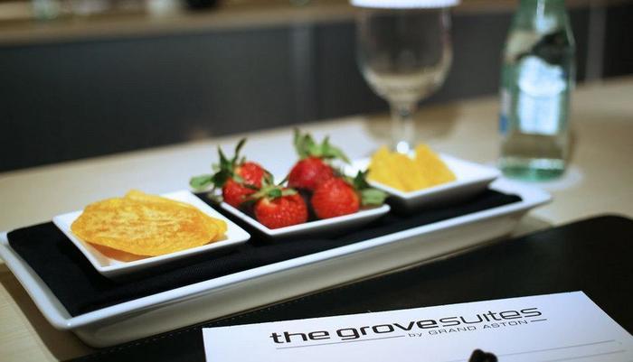 The Grove Suites Jakarta - Suasana Rapat