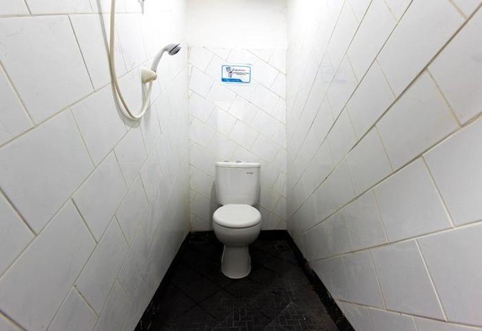 RedDoorz @Cideng Jakarta - Kamar mandi