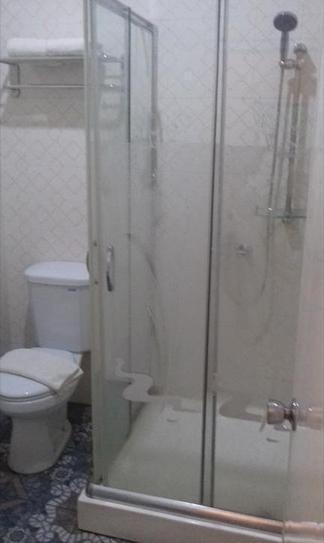 Kyriad M Hotel Sorong Papua Barat - Bathroom