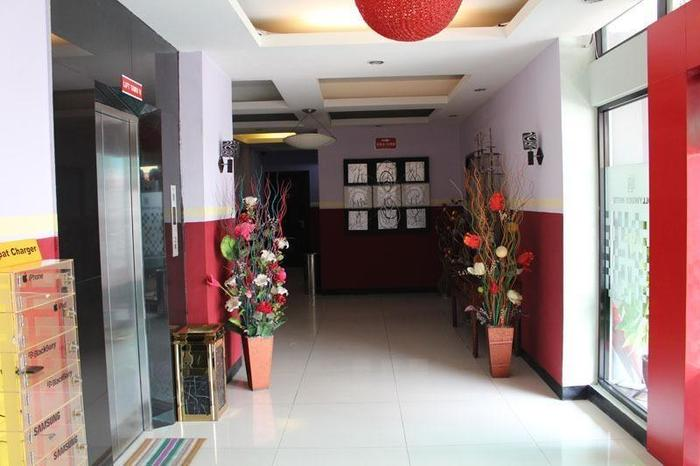 Hollywood Hotel Jakarta - Lobby