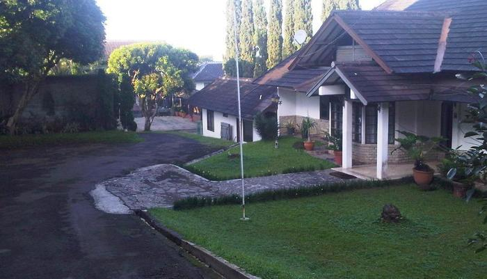 Villa Damos Bandung - Gerbang