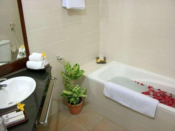 The Taman Ayu Hotel Seminyak -  Kamar mandi