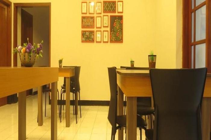 Elenors Home @Eyckman Bandung - Ruang makan