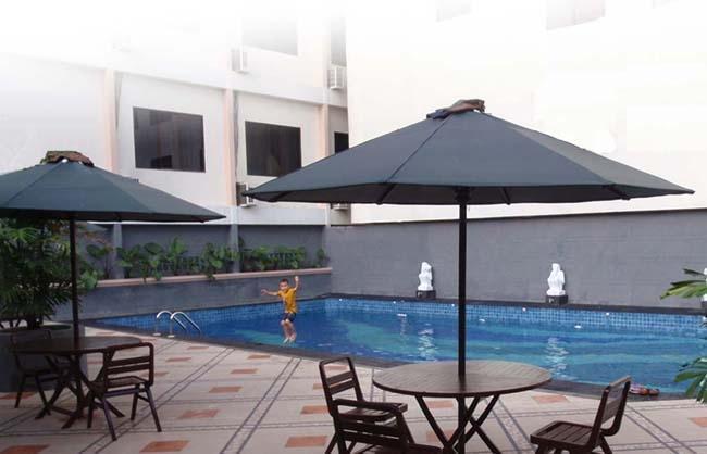 Amans Hotel Ambon - Kolam Renang