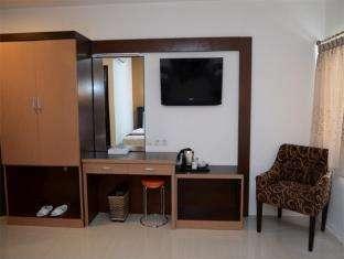 Grand Populer Hotel Makassar - Meja