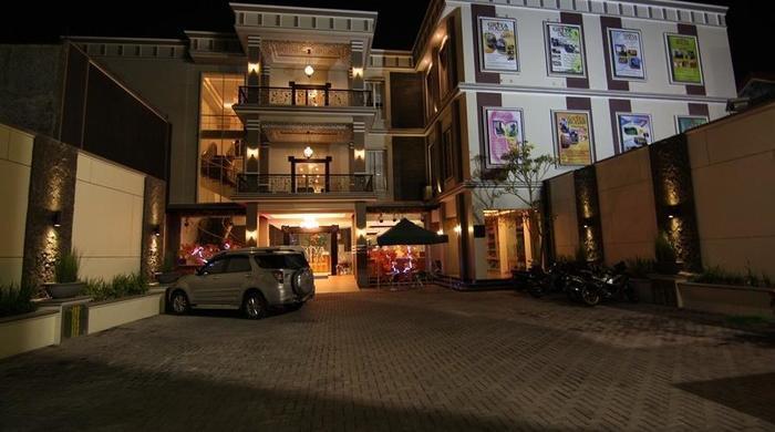 Griya Jogja - Depan Hotel