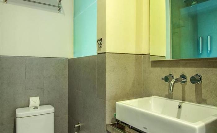 J Hotel Kuta - Kamar mandi