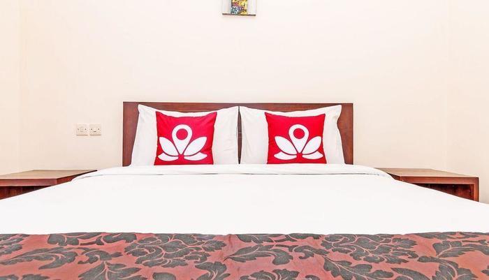 ZenRooms Sunshine Dewi Sartika - Tampak tempat tidur double
