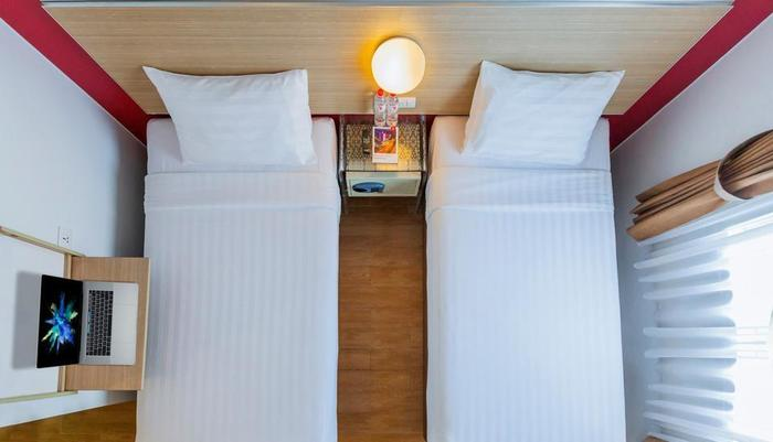 Red Planet Jakarta Pasar Baru - Twin Bed Room