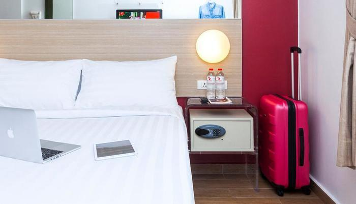 Red Planet Pasar Baru Jakarta - Double Bed Room