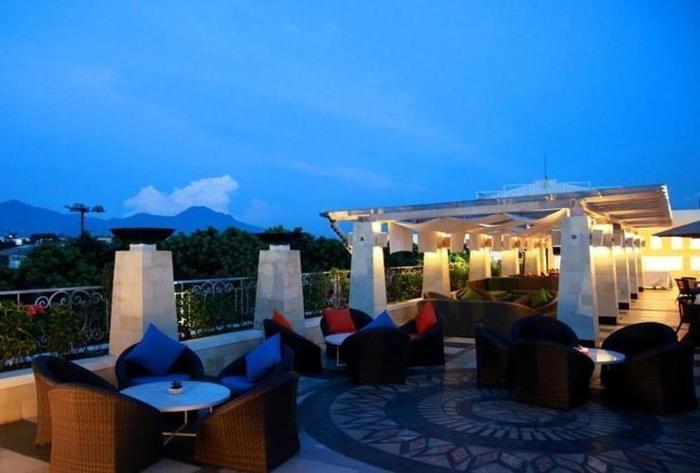 The Papandayan Hotel  Bandung - Hurubatu Bar and Grill