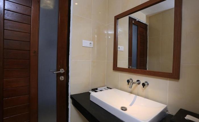 RedDoorz @Pangkung Sari Seminyak Bali - Kamar mandi