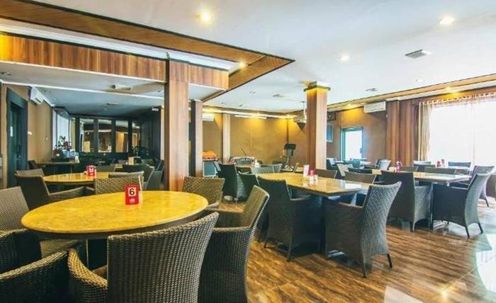 Hotel & Resto Selamet Banyuwangi - Ruang makan