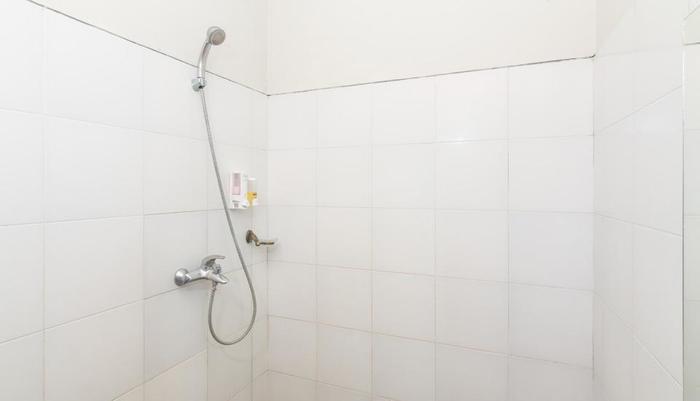 ZenRooms Ciung Wanara Denpasar Syriath Bali - shower