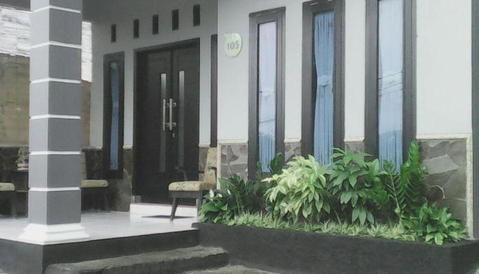 Ceria Homestay Malang - Halaman Depan