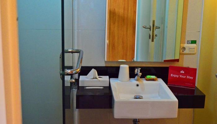 ZenRooms Wadung Asri Surabaya - Kamar mandi