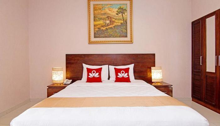 ZenRooms Raya Sririt Singaraja - Tampak tempat tidur double
